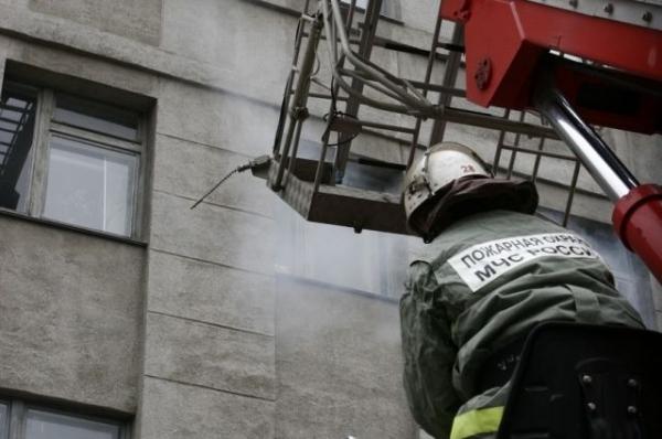 23 человека эвакуировали из горящего дома на улице Прыгунова