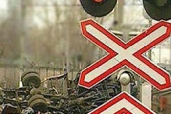 В Нижегородской области локомотив врезался в автомобиль – погиб мужчина