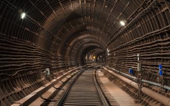 ЧП под землей: рабочего засыпало при строительстве метро