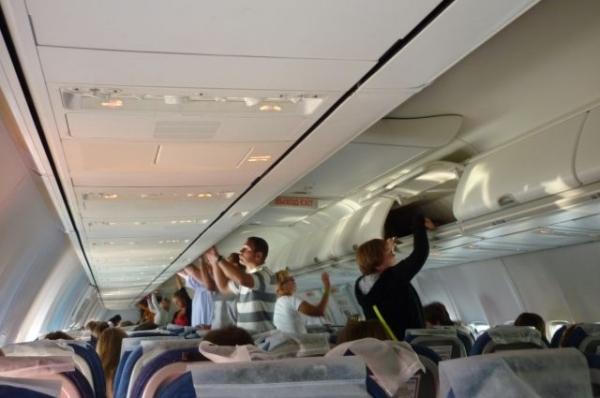 Самолет в Нижний Новгород совершил экстренную посадку в Москве