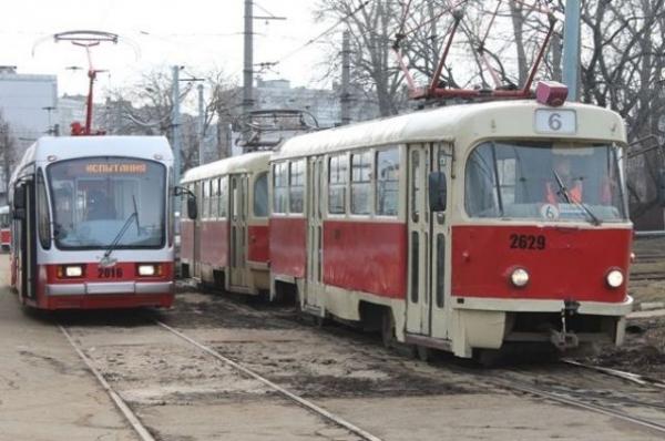 Движение трамваев на Гордеевке остановили из-за сильного ливня