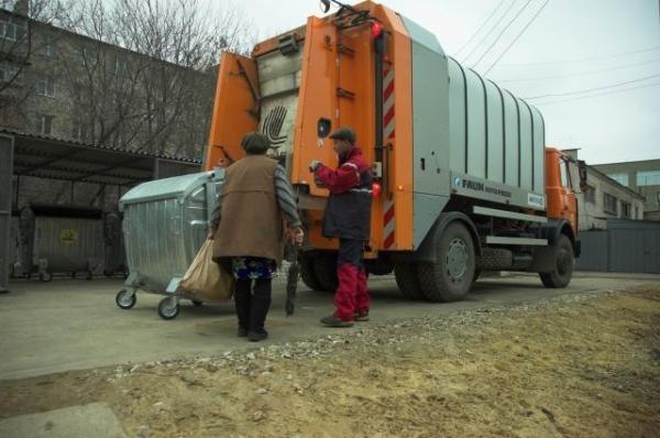 Водитель мусоровоза задавил напарника в Нижнем Новгороде