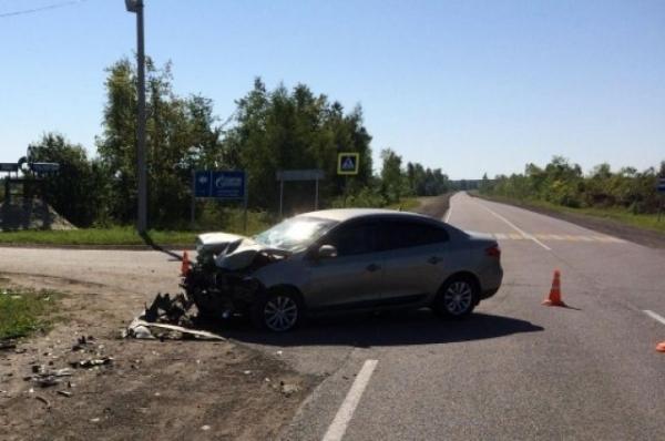 В Навашинском районе иномарка влетела в отбойник, погиб пассажир