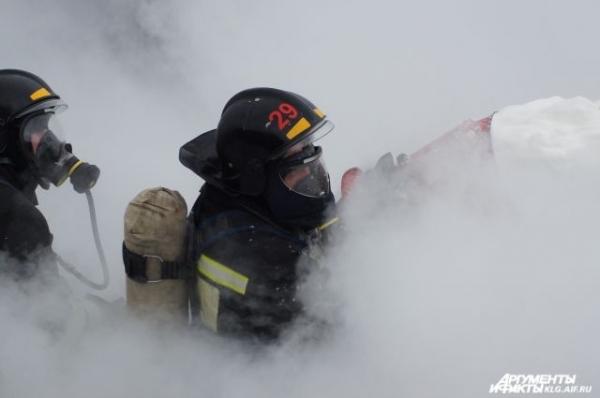 153 человека эвакуировали с завода во время пожара в Богородском районе