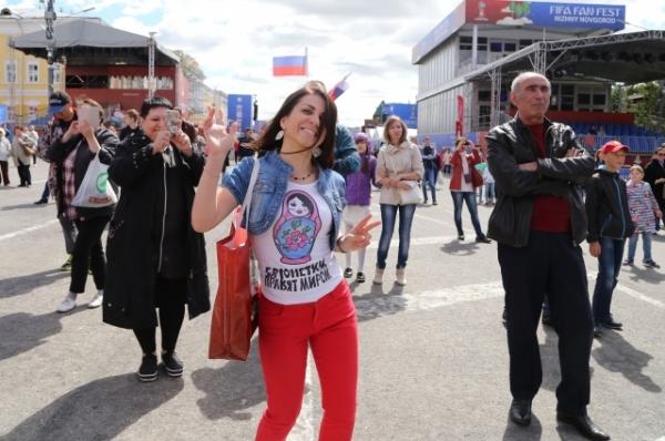 «Давайте радоваться!» Как в фан-зоне отпраздновали победу сборной России