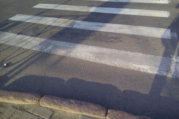 В Нижнем Новгороде водитель Mitsubishi сбил мужчину и девушку