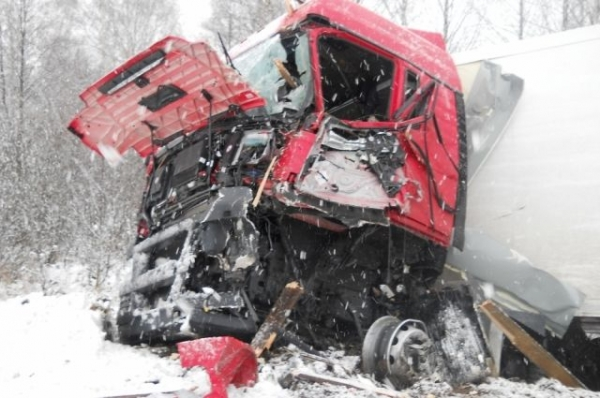 В Нижегородской области водитель погиб при столкновении грузовиков