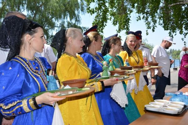 Фестиваль «Народная рыбалка» собрал 300 рыбаков под Ростовом