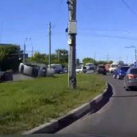 Опубликовано видео ДТП с перевернувшейся машиной в Нижнем Новгороде