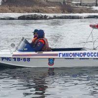 Сотрудники МЧС спасли человека из Оки в Володарском районе