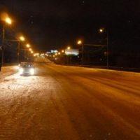 В Нижнем Новгороде автомобиль упал с моста из-за снежного отвала