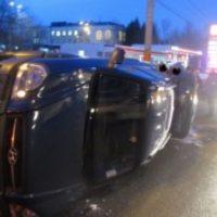 Иномарка перевернулась на бок после ДТП на проспекте Гагарина
