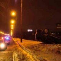 Автомобиль перевернулся на Мызинском мосту утром 15 февраля