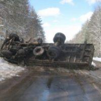 Грузовой автомобиль перевернулся на трассе в Вачском районе