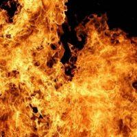 Автомобиль сгорел в поселке Решетиха в Володарском районе