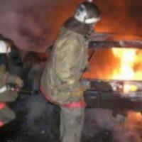 Иномарка Nissan сгорела на улице Ларина в Нижнем Новгороде