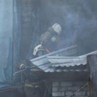 Торговый ларек сгорел в результате поджога в Красных Баках