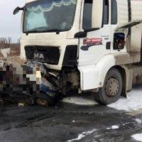 Под Нижним пять человек погибли при столкновении легковушки с бензовозом
