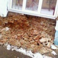 В Арзамасе на спящую пенсионерку обрушилась стена дома