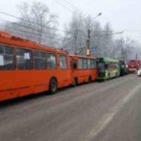 Шесть человек пострадали в ДТП с эвакуатором и автобусами в Нижнем