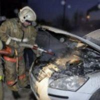 Автомобиль Nissan сгорел на улице Шишкова в Нижнем Новгороде