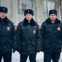 В Нижнем Новгороде полицейские при пожаре спасли женщину с детьми