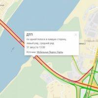 В Нижнем Новгороде на Мызинском мосту опрокинулся автокран