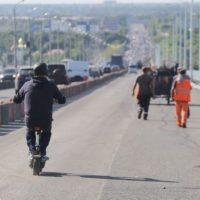 В Нижнем на Мызинском мосту иномарка врезалась в отбойник
