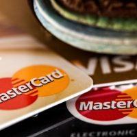 Нижегородка украла у собутыльницы банковскую карту и деньги