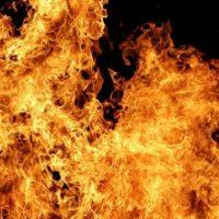 Автомобиль Mercedes сгорел на улице Ленина в Лукоянове