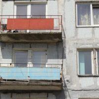 Автозаводец сбросил с балкона не угодившего ему отчима