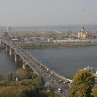 Пытавшегося спрыгнуть с Канавинского моста парня удалось остановить