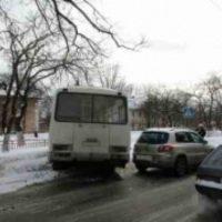 Иномарка столкнулась с маршруткой в Автозаводском районе