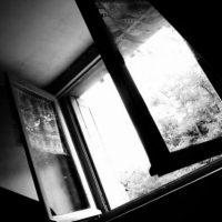 25-летняя девушка погибла, упав с девятого этажа в Нижнем Новгороде