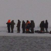 В Нижегородской области спасатели сняли с льдины 8 рыбаков