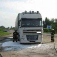 В Нижегородской области неизвестные подожгли тягач DAF