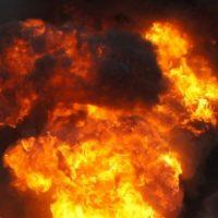На пожаре в Нижнем спасли двух детей, их мать погибла