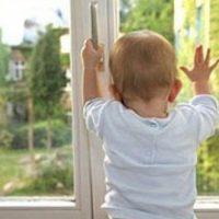 Годовалый ребенок выжил, упав из окна пятого этажа в Урене