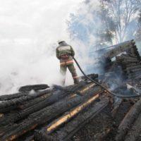 Крупный пожар уничтожил частный дом в Краснобаковском районе