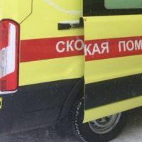 В Нижнем Новгороде на коляску с ребенком упала глыба льда