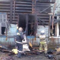 Водитель погрузчика спас в ковше детей из горящего дома в Балахне