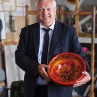 22 апреля в НГХМ откроется персональная выставка Николая Гущина «Хохлома: традиции и современность»