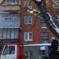 Пожарные отговорили пенсионерку прыгать с четвертого этажа