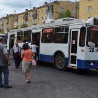 Троллейбус врезался в световой столб на проспекте Героев