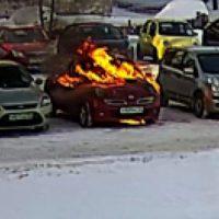 В Балахне автомобиль чиновника подожгли возле администрации