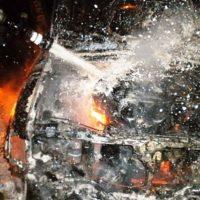 Два гаража с находящимися внутри автомобилями сгорели в Урене