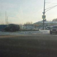 В Нижнем Новгороде автомобиль вылетел с дороги и повис на ограждении