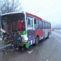 Два человека погибли при столкновении автобуса с машиной в Арзамасе