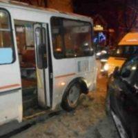 Иномарка и две маршрутки столкнулись в центре Нижнего Новгорода